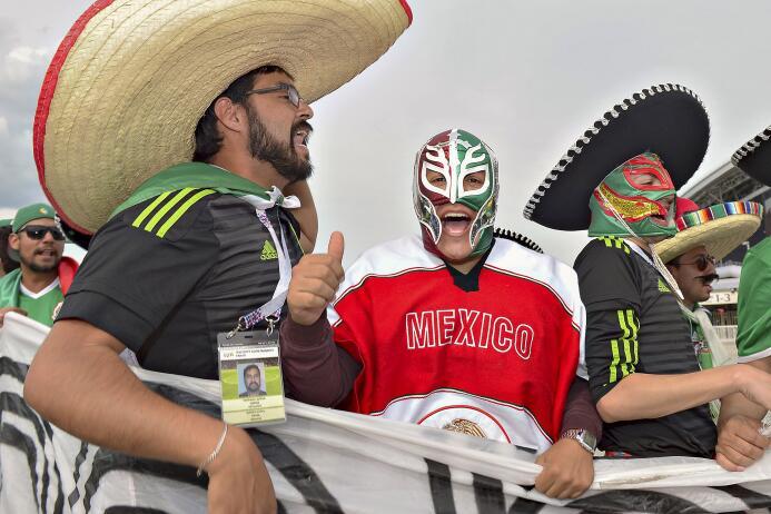 Los aficionados de Rusia y México encontraron las maneras más creativas...