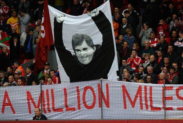Pero la afición de los 'Reds' mostró su cariño al técnico Kenny Dalglish.