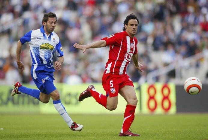 Realizó su formación en la cantera del Madrid y debutó allí en el año 19...