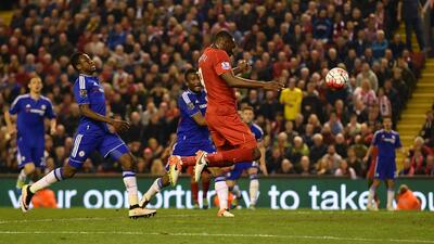Christian Benteke dio el empate al Liverpool ante Chelsea