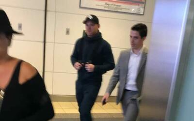Wayne Rooney, al poner pie en uno de los aeropuertos de la capital estad...