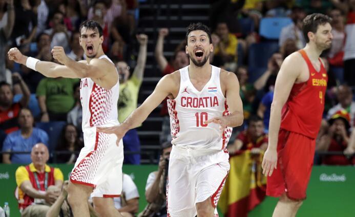 España cae en su debut 72-70 contra Croacia en baloncesto masculino, un...