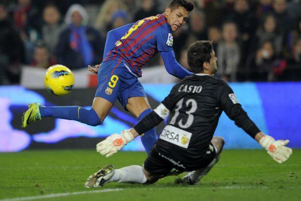 Alexis Sánchez se escapó de la mermada defensa rival y puso el tercer go...
