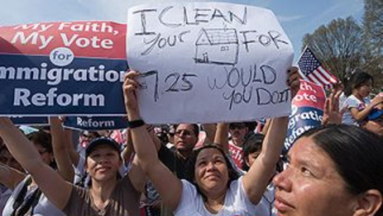 Inmigrantes indocumentados durante una marcha por la reforma migratoria.