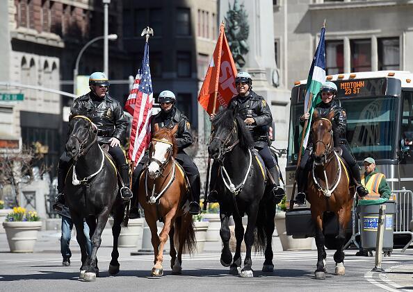 Miembros de la Unidad Montada del NYPD se unieron al desfile.