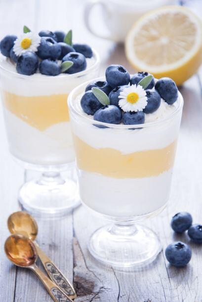 'Trifle'. Inspírate en el clásico postre inglés en capas. Agrega helado...