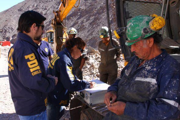 Los reportes iniciales indicaron que los trabajadores habían quedado atr...