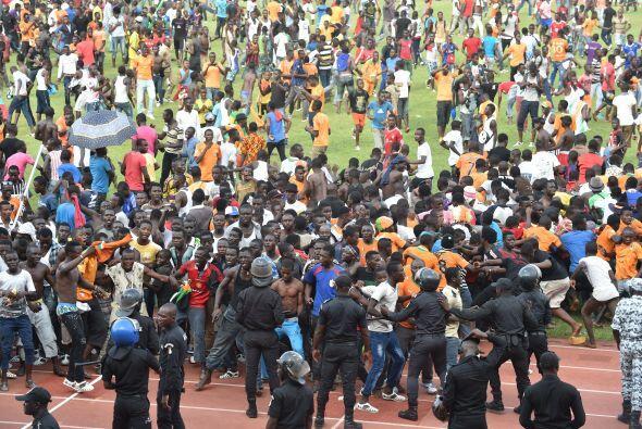 Tras el termino del juego entre Costa de Marfil y Camerún, donde los mar...