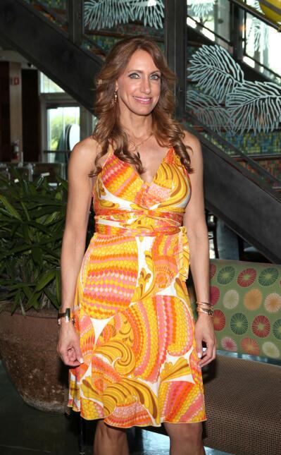 Lili Estefan recibe el premio Power Women por parte de la revista Moves.