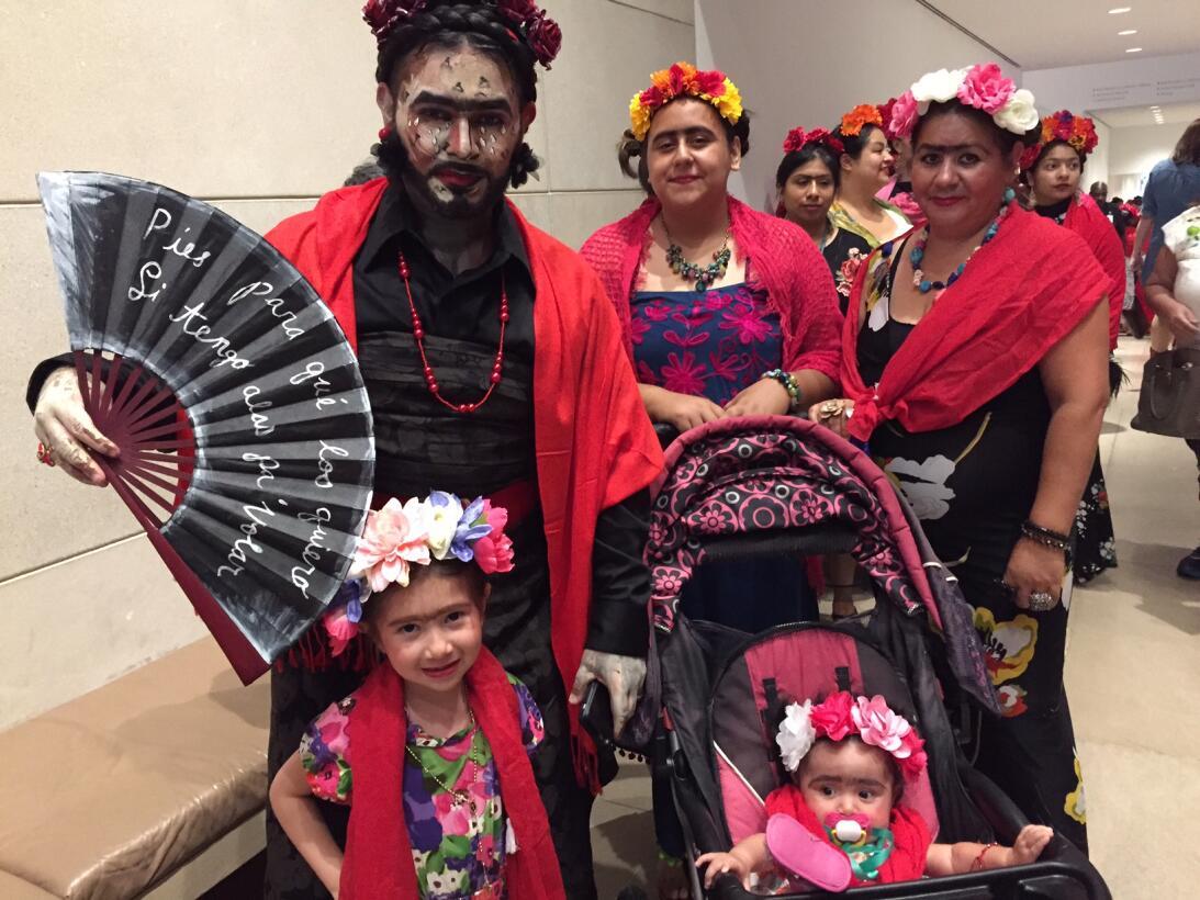 Frida Kahlo nació hace 110 años y estos texanos se ataviaron como ella p...