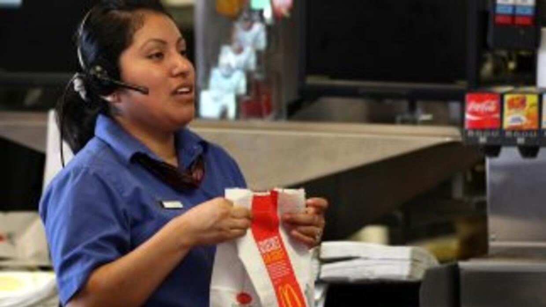 McDonald's aumentará los salarios de 90,000 empleados que trabajan en lo...