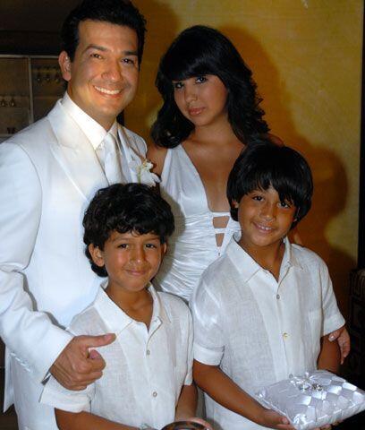 Papá felizMario Andrés tiene cuatro hijos de su matrimonio anterior, per...