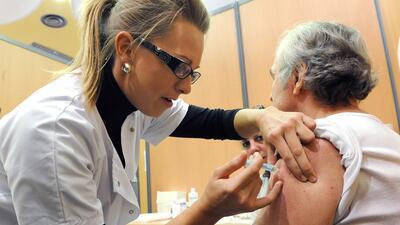 Más del 56% de las personas mayores de 65 años se vacunaron este año con...