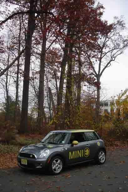 El MINI E mantiene el funcionamiento divertido del Cooper S pero con el...