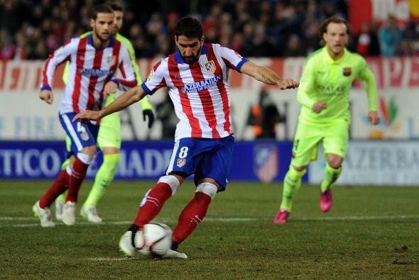 A la media hora del encuentro el árbitro central marcó un penal a favor...