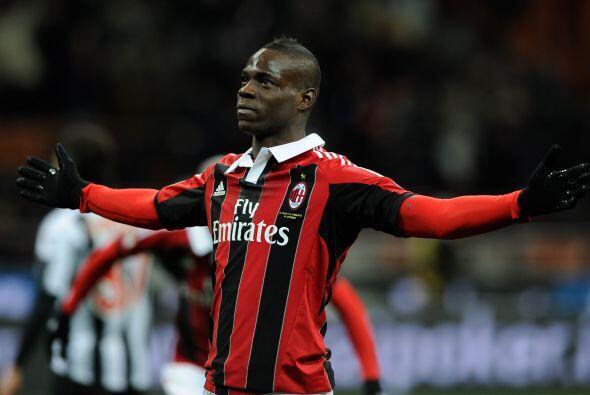 'Súper Mario' tuvo buenos momentos en el conjunto rossonero pero al cabo...