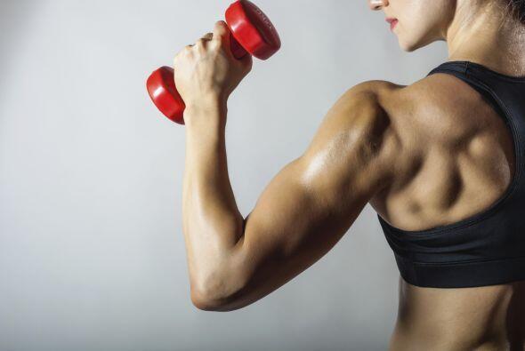 ¿Escuchaste que levantar pesas era una gran forma de moldear tu cuerpo y...