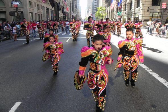 Los niños en el desfile de la Hispanidad 466171e41687471b890e719810e77e4...