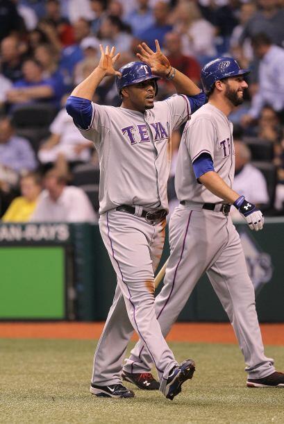El jardinero dominicano Nelson Cruz fue fichado por los Rangers provenie...