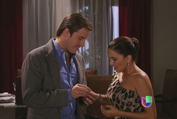 Yago pide la mano de Natalia formalmente, aunque Amanda no crea en ese a...