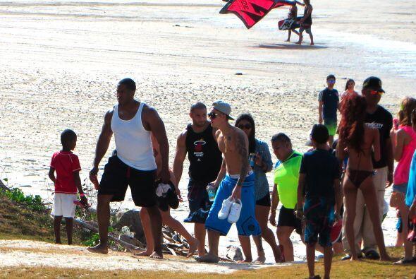 Es una playa a unas 100 millas al oeste de la capital panameña.  Mira aq...