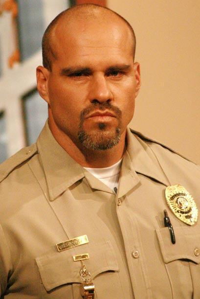 8.-El alguacil siempre serio y dispuesto a apoyar a las jueza Cristina P...