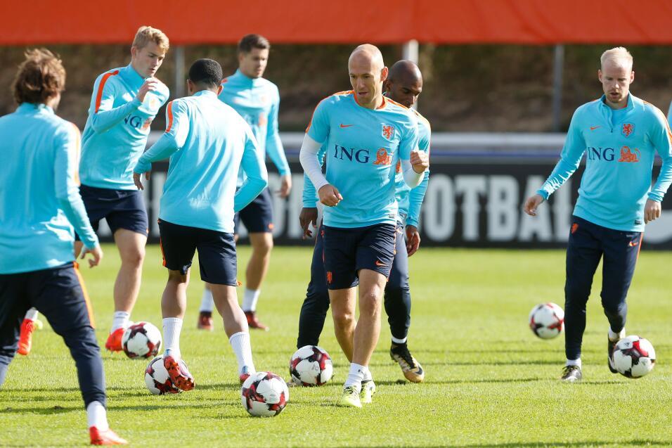 Arjen Robben ya se encuentra con la selección de Holanda, que necesita d...