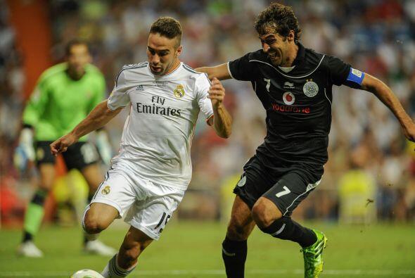 Para la segunda mitad, Raúl ya vistió los colores de su club y estuvo in...