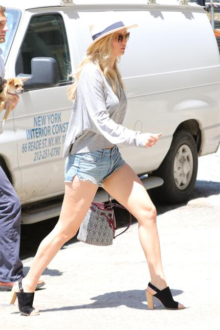 Jennifer Lawrence en shortcitos. ¡Qué piernas!