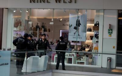 Elementos de la policía de la Ciudad de México responden a...