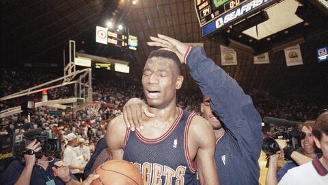 Dikembe Mutombo jugó sus primeros años en la NBA con los N...