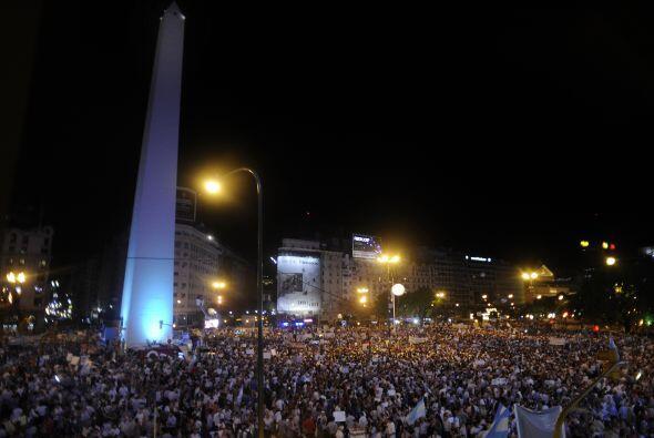 "Un gran cartel que portaban los manifestantes rezaba ""¡Salvem..."