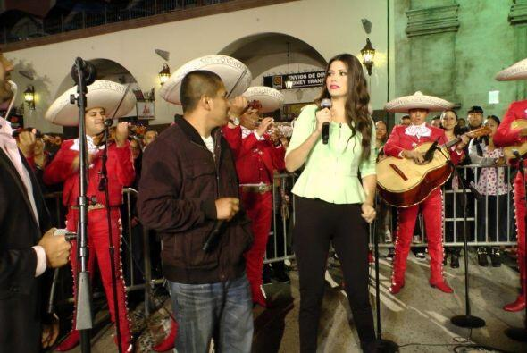 El mariachi no podía faltar y Anita se robó el micr&oacute...
