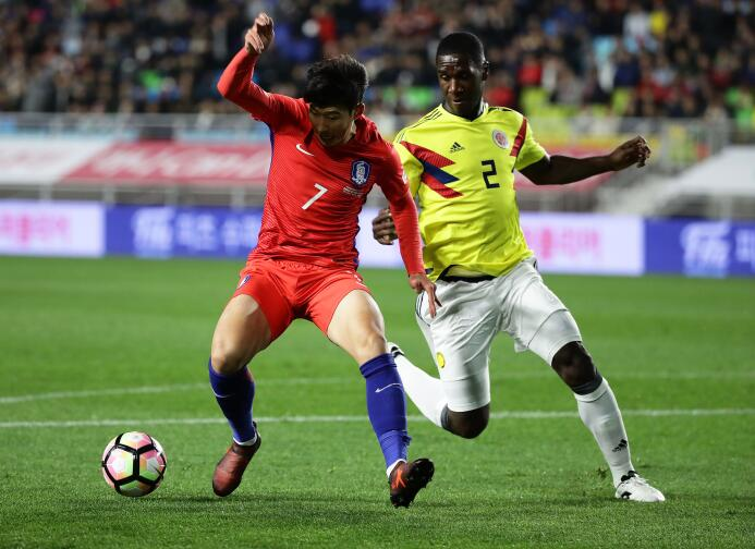 Colombia tropezó en su visita a Corea del Sur gettyimages-872443050.jpg