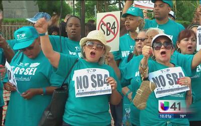 Protesta en San Antonio en apoyo a la demanda que busca frenar la SB4