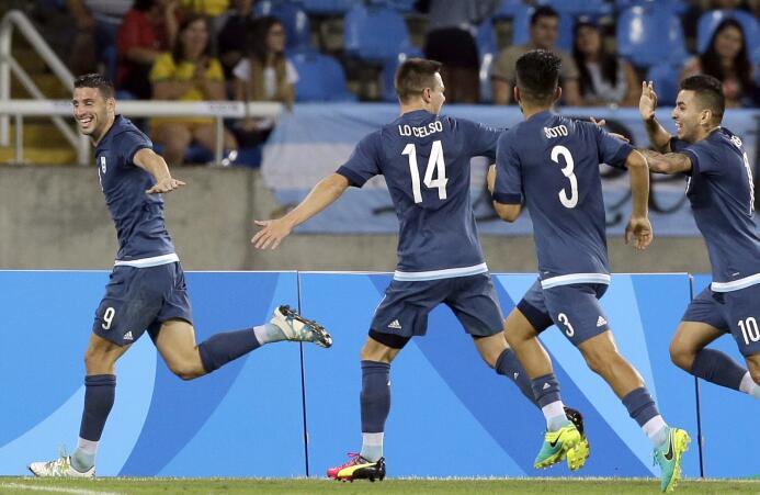 Argentina sigue viva en el fútbol de Río 2016 tras vencer a Argelia por...