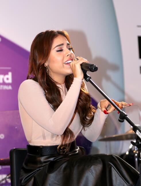"""Danna Paola (""""La Doña"""") se anima a entonar una canción en la f..."""