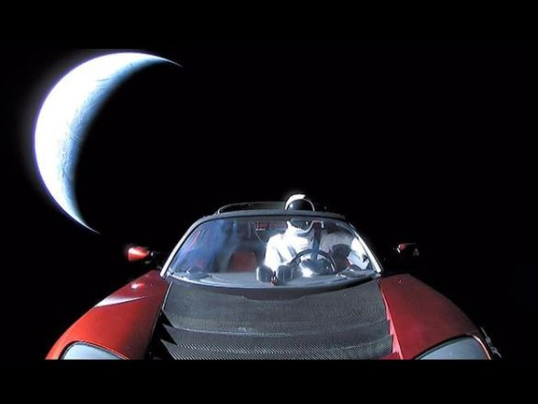tesla roaster en el espacio