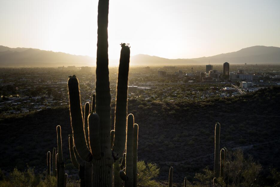 Ciudad de Tucson aprueba resolución para proteger a los inmigrantes Gett...