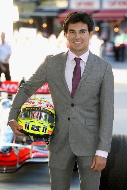 'Checo' Pérez va a todos lados con su casco.