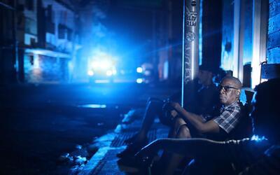 Vecinos de San Juan, en Puerto Rico, pasan la noche sin luz luego del pa...