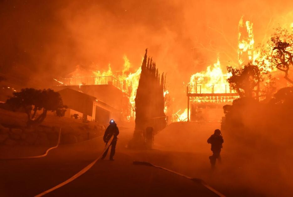 Las autoridades afirman que el incendio ha consumido vegetación que no s...