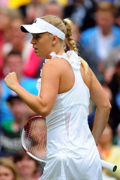 La favorita y número uno del mundo, Caroline Wozniacki despachó 6-3, 6-2...