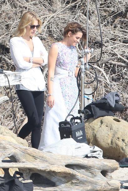 Un vestido en tonalidades lilas y con mucha textura en el frente, fue el...