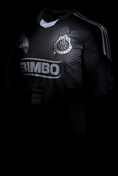 El tercer uniforme Adidas de las Chivas de Guadalajara cuenta con la tec...