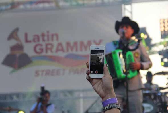 La agrupación ganadora de los Grammy Latinos llegaron a la gran fiesta d...