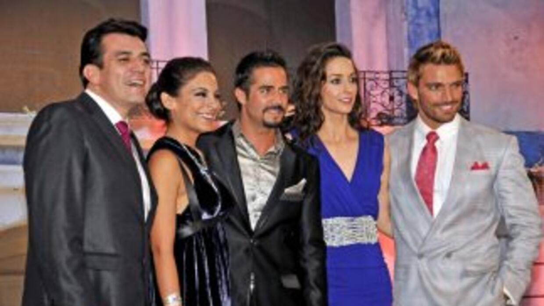 El elenco de La Que No Podía Amar se presentó ante los medios de comunic...