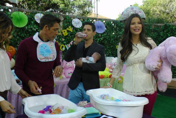 La moda es que los 'baby showers' sean mixtos, por eso invitamos a Johnn...