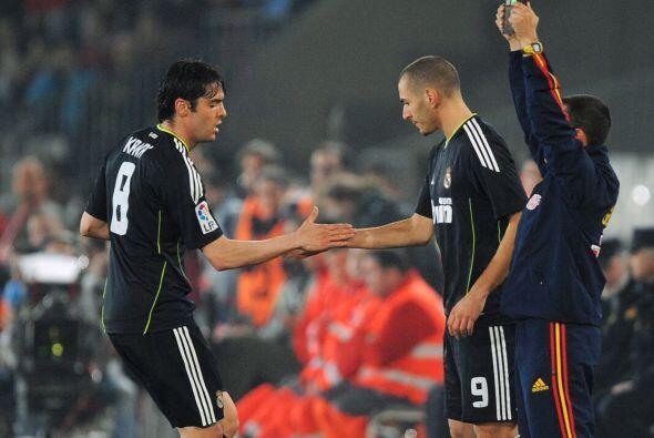 Karim Benzema no fue titular, pero sí Kaká, aunque más tarde José Mourin...