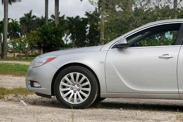 Su diseño, refleja una silueta suave con  proporciones de un coupé depor...